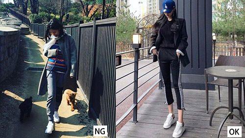 2 cô gái mặc đồ đen và giày trắng