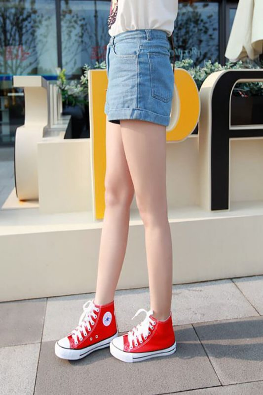 Quần short với giày cao cổ cho nữ