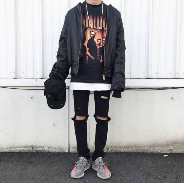 Mặc Yeezy 350 V2 với quần jean đen