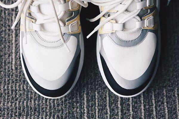 Mũi giày bằng da của LV Archlight real