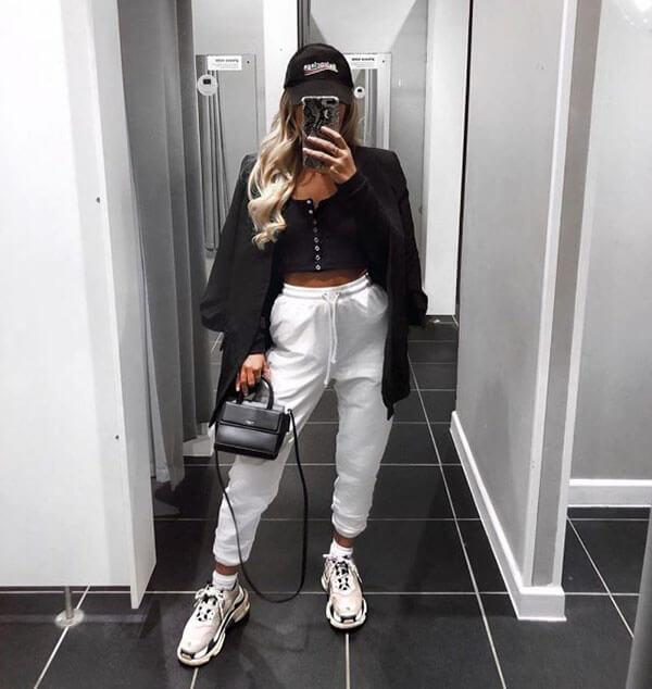 Phối đồ với giày Balenciaga Triple S với quần Jogger nữ