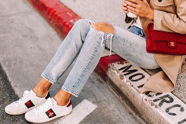 Giày sneaker trắng cho cô nàng bàn chân to