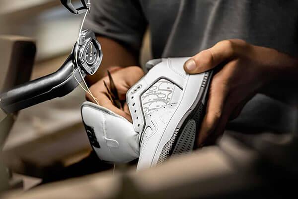 Giày Dior B27 được sản xuất thủ công tại Ý