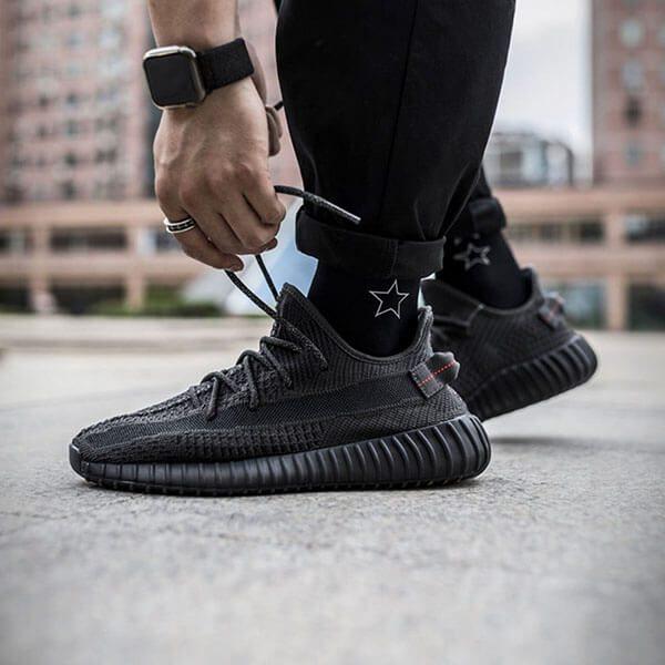adidas Yeezy Boost 350 V2 Static Black chính hãng giá $1,225