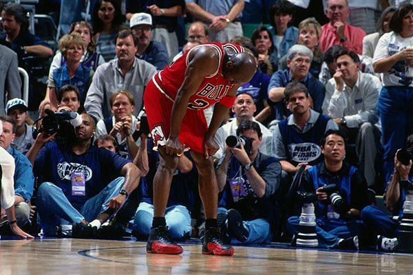 Air Jordan 12 (Flu Game) trị giá $ 104,000