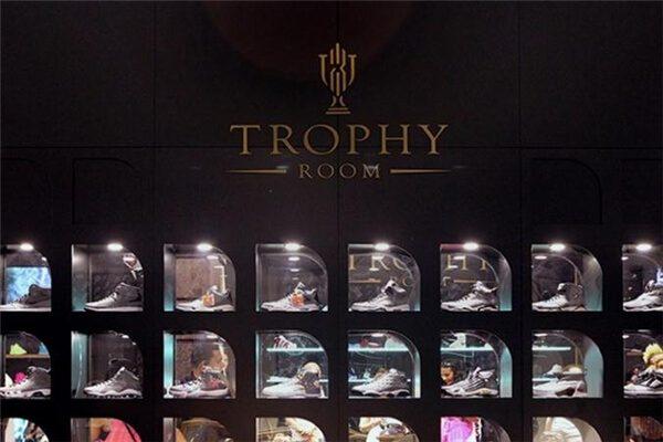 Thương hiệu Trophy Room là gì?