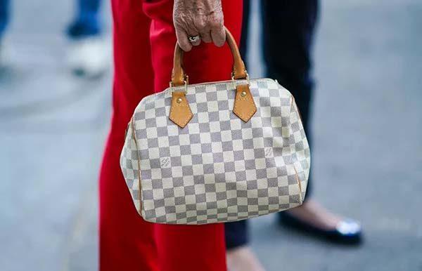 Túi xách Louis Vuitton rẻ nhất bao nhiêu?