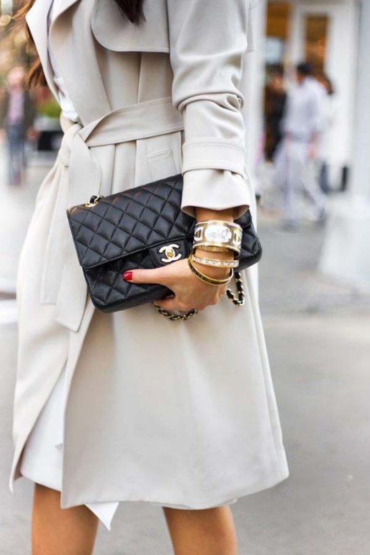 Mang túi Chanel như Clutch cầm tay