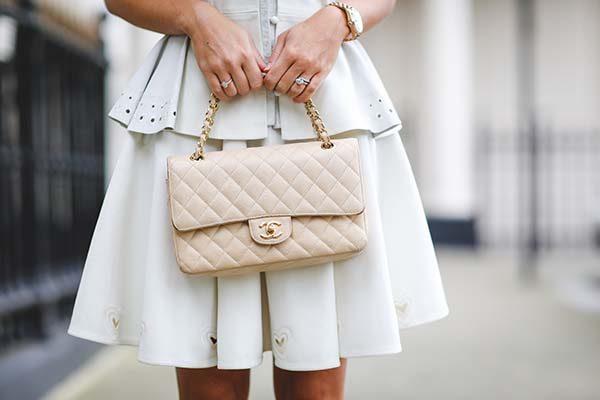 Đeo túi Chanel như 1 túi xách tay