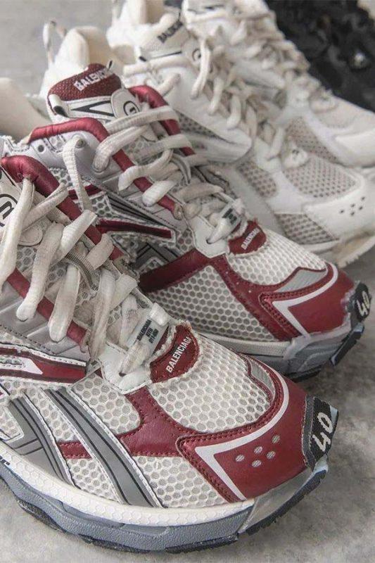 Mũi ghi size trên giày Balenciaga Runner