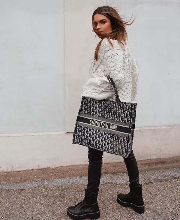 Cách phối với túi Book Tote Dior màu đen