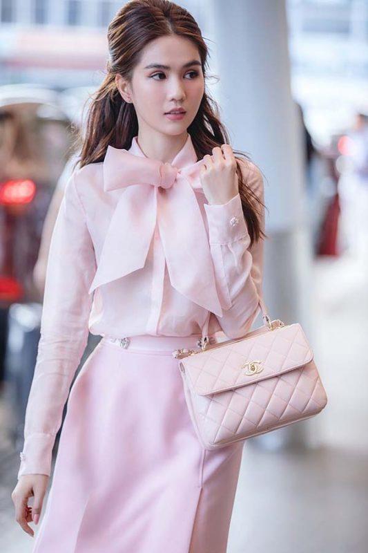 Ngọc Trinh và chiếc túi Chanel 19