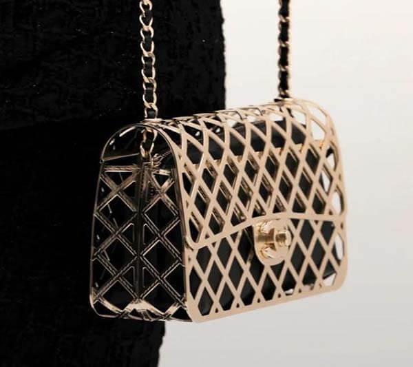 Túi Chanel kim loại